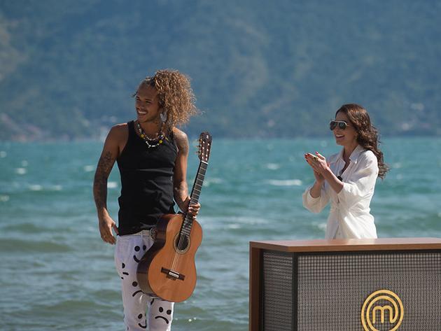 Participantes terão de cozinhar para o cantor Vitão em prova fora da cozinha do MasterChef Brasil