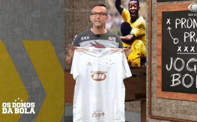 Neto vira sócio-torcedor e mostra nova camisa do Cruzeiro