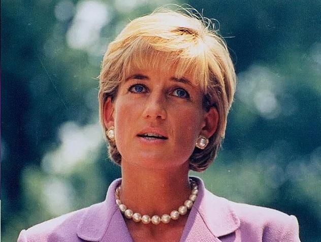 Presente de noivado que Lady Di ganhou do príncipe Charles vai a leilão após 40 anos