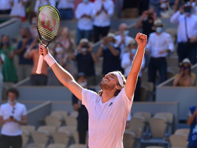 Tsitsipas vence Zverev em jogaço de cinco sets e vai à final inédita em Roland Garros
