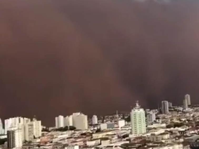 Nuvem vermelha de poeira assusta moradores de Franca (SP); veja as imagens