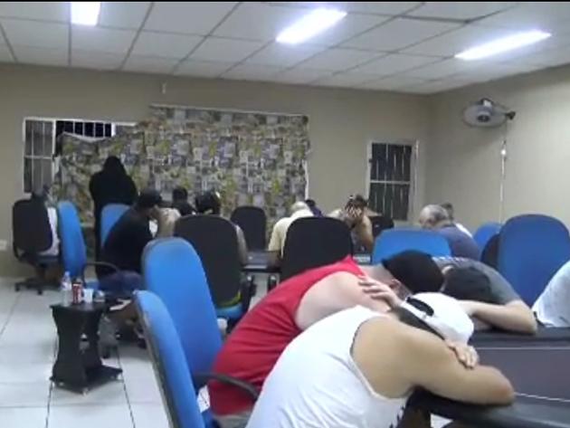 50 pessoas são flagradas e detidas em bar que funcionava como cassino clandestino