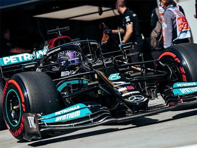 """Hamilton lamenta estratégia na Turquia: """"Deveria ter seguido sem a parada ou feito mais cedo"""""""