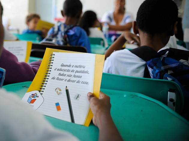 """Eduardo Oinegue: """"Dá raiva ver o Brasil comprometendo o futuro por ineficiência da educação"""""""