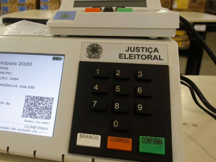 Eduardo Oinegue: Aos 78 anos, o americano votou 16 vezes para presidente. O brasileiro, 9