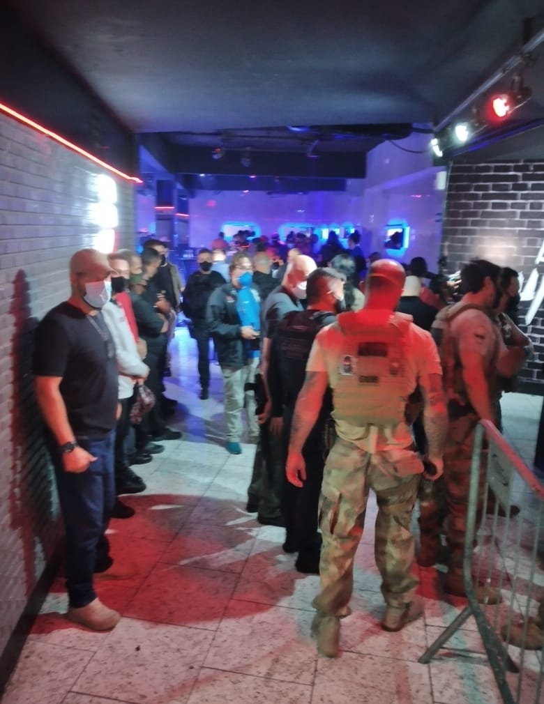 Polícia fecha balada com 150 pessoas na Grande São Paulo