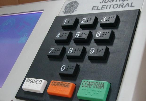 Eduardo Oinegue: Ridículo 11 partidos irem chorar no TSE porque Bolsonaro atacou as urnas