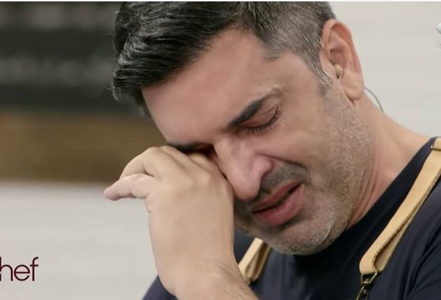 """Edu Guedes chora ao se lembrar de sua avó: """"Fui cozinhar por causa dela"""""""