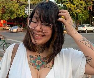 Tiktoker Debora Gomes é a nova apresentadora da web