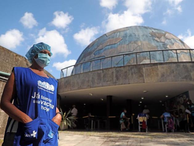 Funcionários do Planetário da Gávea são vacinados fora do calendário de imunização no Rio de Janeiro
