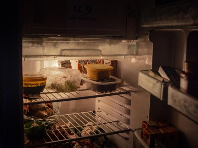 Entenda os perigos de descongelar e congelar alimentos novamente