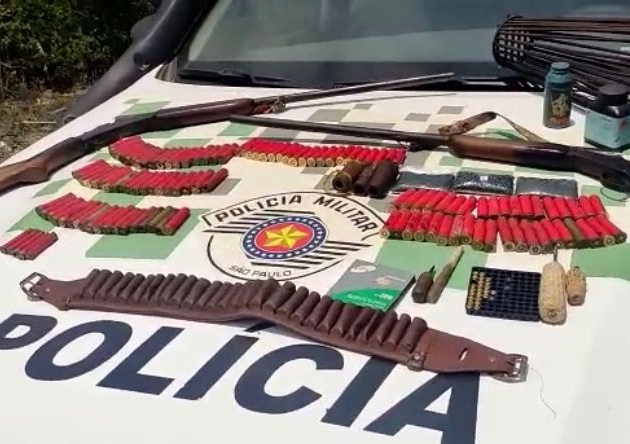 Polícia Ambiental encontra armas e munições escondidas em balaios de milhos, em Cunha