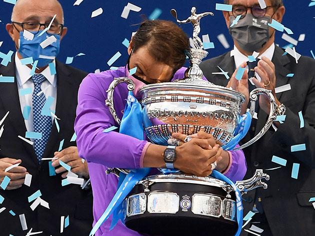Em jogo apertado, Nadal bate Tsitsipas e fatura seu 12º troféu do ATP de Barcelona