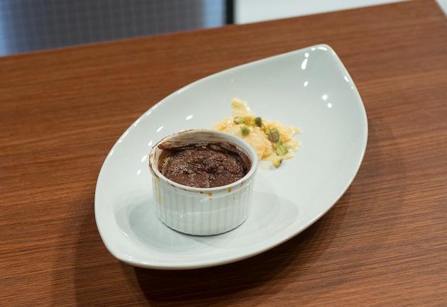 Suflê de chocolate com sorvete de baunilha e pistache | Band Receitas