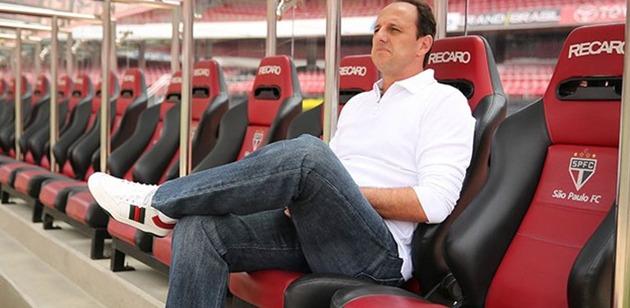 Rogério Ceni substitui Hernán Crespo, que deixou o clube nesta quarta-feira (13)