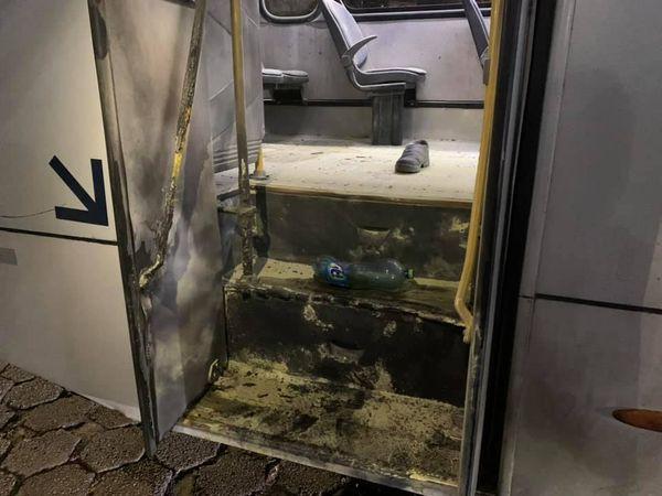 Ônibus é alvo de vandalismo em Caraguatatuba