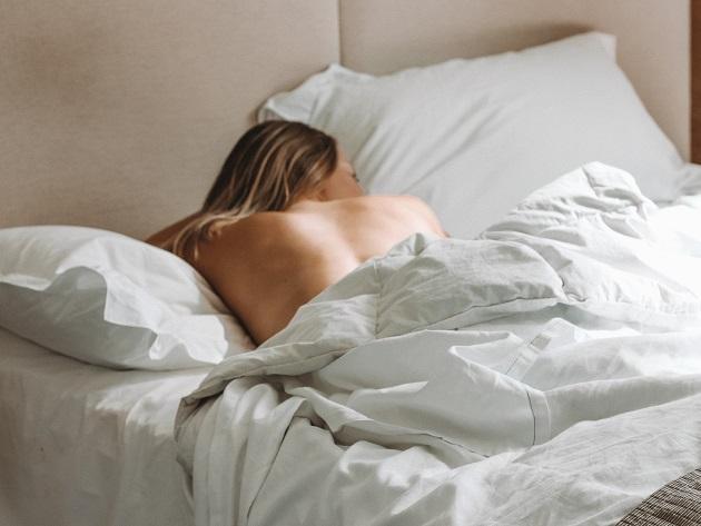 Seu travesseiro pode ser o culpado pelo surgimento de acne no rosto