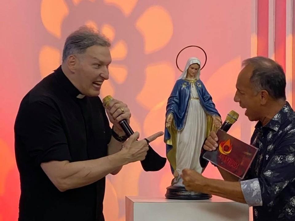 Padre Marcelo Rossi surpreende ao aparecer musculoso em fotos na internet
