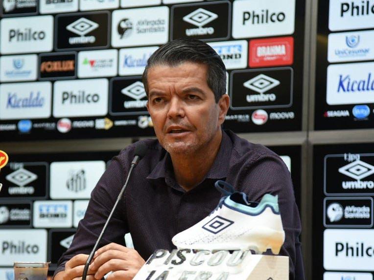Dirigente reclama de 'agressão' ao Santos, ironiza motorista e torce por final brasileira