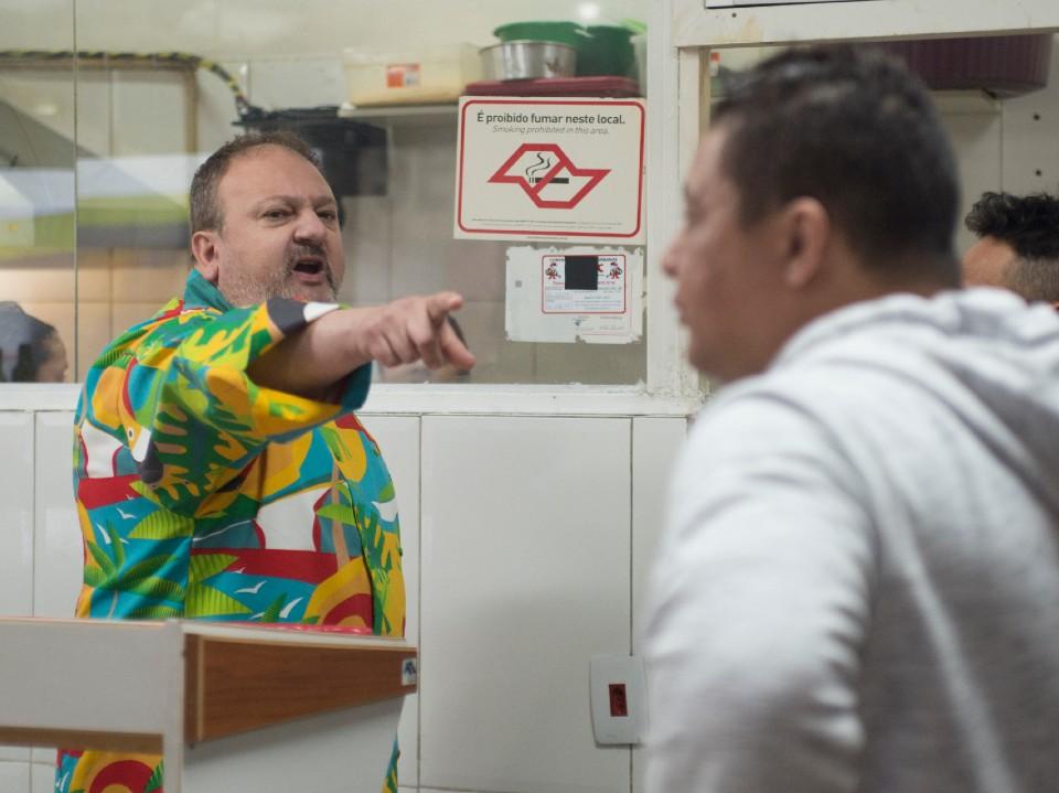 Erick Jacquin é convocado para salvar o restaurante Pé de Fava do caos