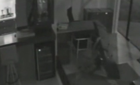 Homem desastrado esquece celular após furtar TV e é identificado no RS