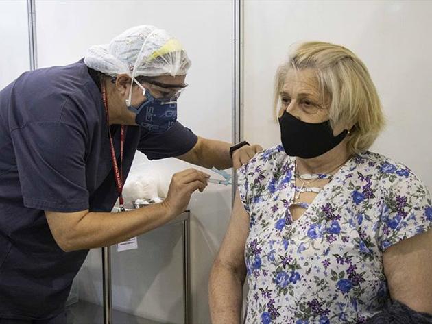 Profissionais de odontologia reforçam vacinação contra Covid-19 em Curitiba