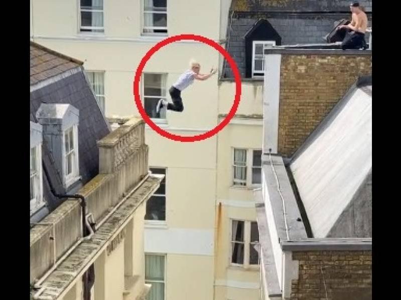 Vídeo mostra jovem saltando do topo de um prédio a outro sem proteção