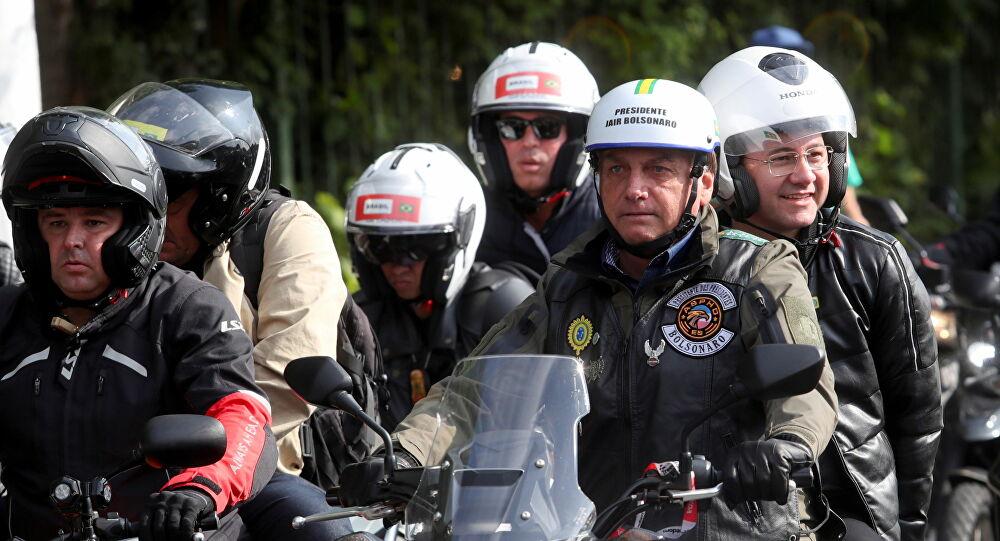 Governo de SP multa Bolsonaro por não utilizar máscara em passeio de motocicleta