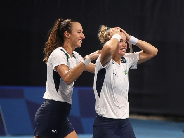 Luisa Stefani e Laura Pigossi vencem jogo dramático e conquistam bronze inédito