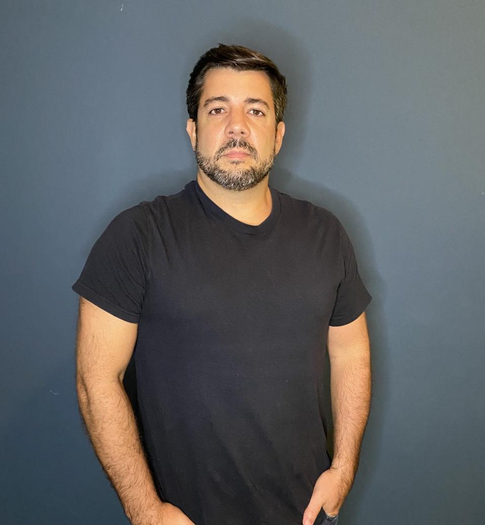 Na BandNews FM desde 2008, começou a trabalhar em 1996 como estagiário e repórte...
