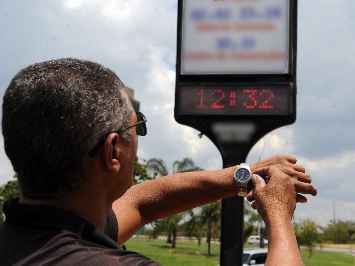 Governo avalia retomar horário de verão e pede estudo