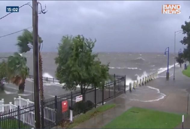 Previsão é de que furacão volte para o nordeste do país na manhã desta segunda