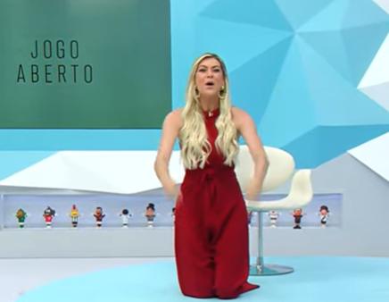 Empolgou: Renata Fan se ajoelha e agradece Aguirre após vitória do Inter