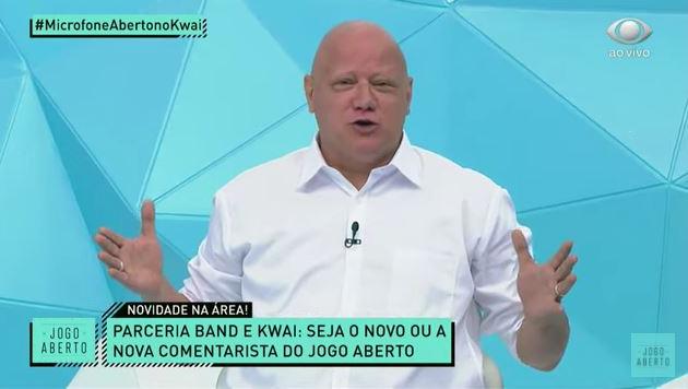 """Ronaldo brinca sobre Microfone Aberto: """"Tem que falar bem do Corinthians"""""""