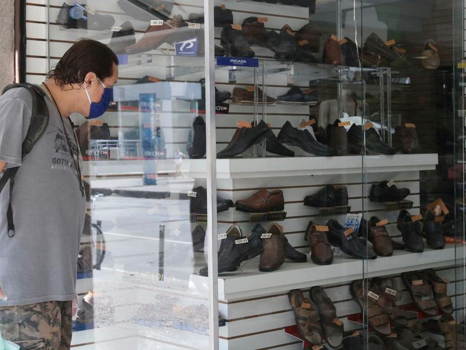 IBGE: Após seis meses de alta, comércio no varejo tem pequena queda de 0,1%