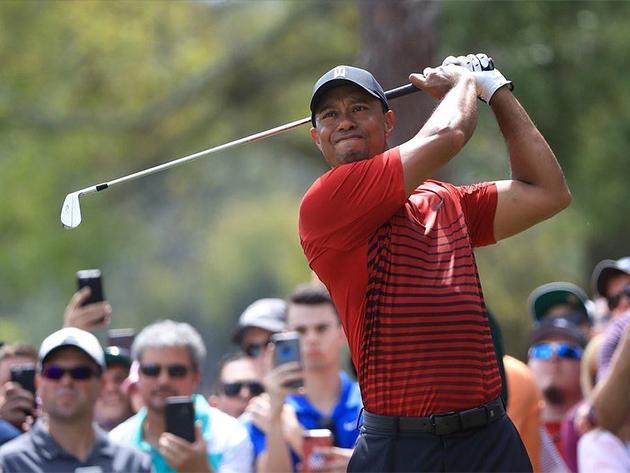 Tiger Woods sofre acidente de carro e é internado em Los Angeles