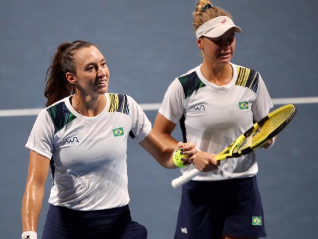 Luisa Stefani e Laura Pigossi salvam match points e avançam às quartas em Tóquio
