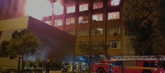 Dois bombeiros estão desaparecidos após incêndio na SSP-RS