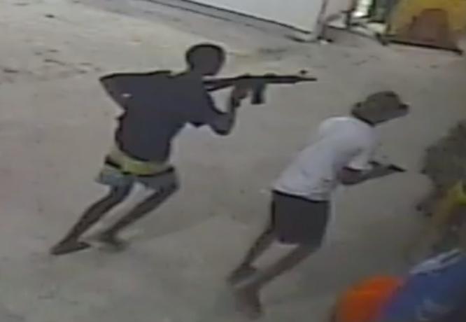 """Criminosos invadem igreja com fuzil e fazem """"arrastão"""" com fiéis no Rio"""