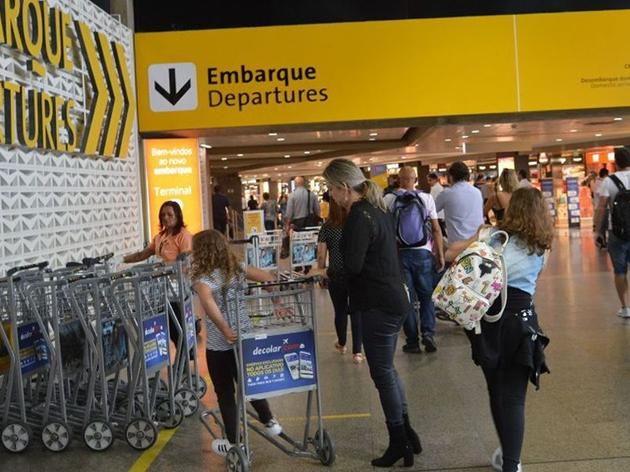 Prefeitura de SP vai contatar passageiros de voo em que estava homem com suspeita de cepa indiana