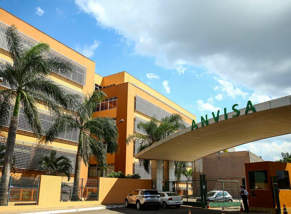 """""""Anvisa tinha de assumir as sandálias da humildade"""", diz infectologista do Hospital das Clínicas de SP"""