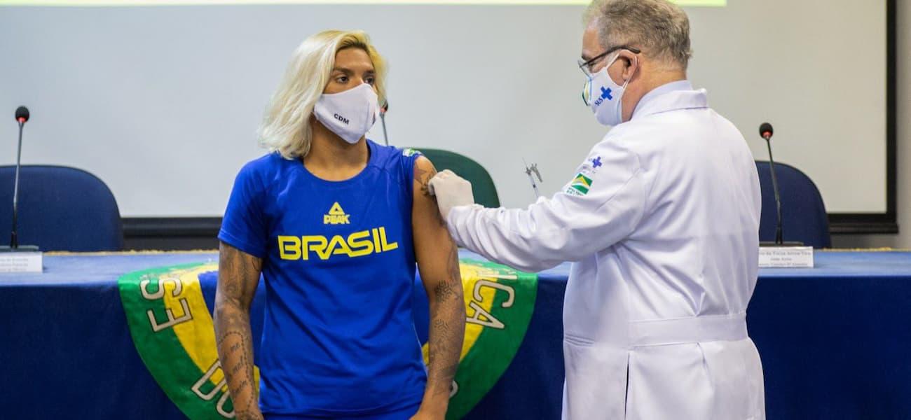 Queiroga anuncia contrato por 100 milhões de doses de vacinas da Pfizer