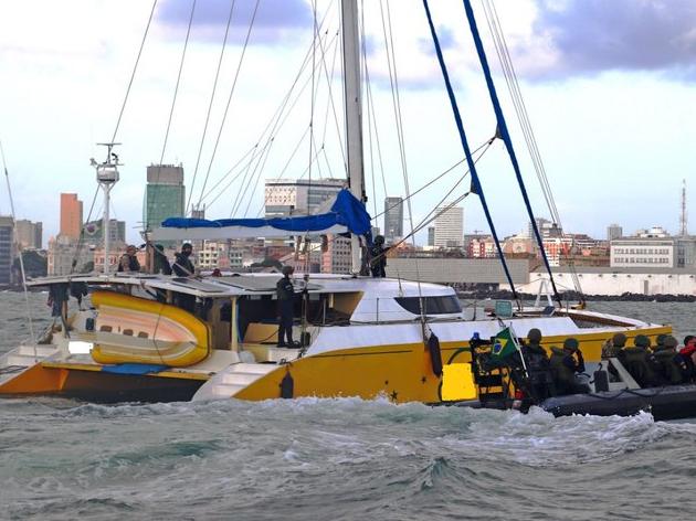 Veleiro com mais de 2 toneladas de cocaína é interceptado pela PF e Marinha em Pernambuco