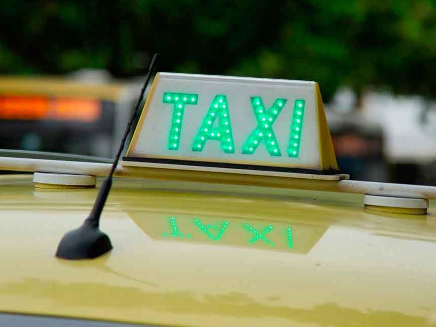 Taxista é preso após exigir dinheiro para devolver malas de turistas no Rio de Janeiro