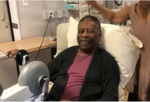 Filha do Pelé posta vídeo do rei do fazendo fisioterapia