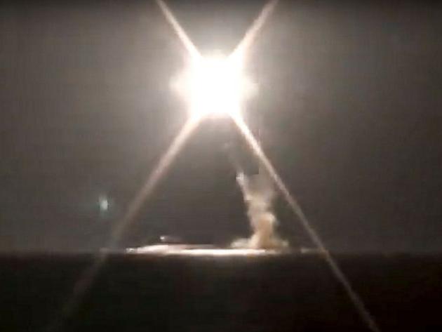 Rússia anuncia teste positivo de míssil hipersônico lançado de submarino