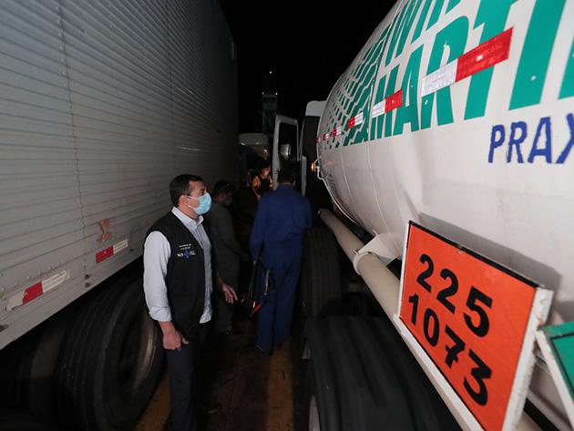 Carga com 70 mil metros cúbicos de oxigênio chega a Manaus vinda de Belém