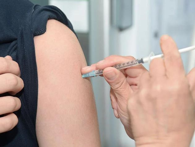 Brasil atinge meta diária e aplica 1 milhão de doses da vacina nesta quarta