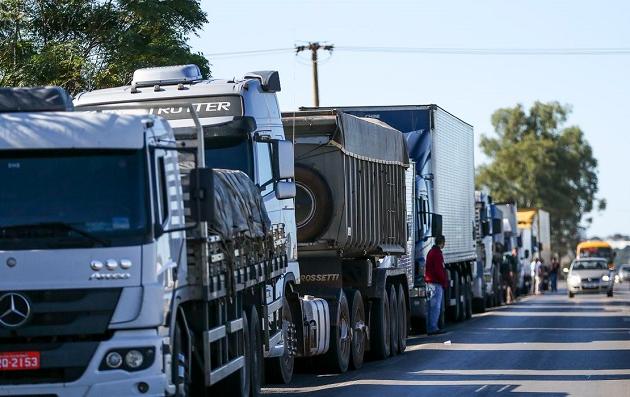 Caminhoneiros autônomos ameaçam greve a partir de 1º de novembro