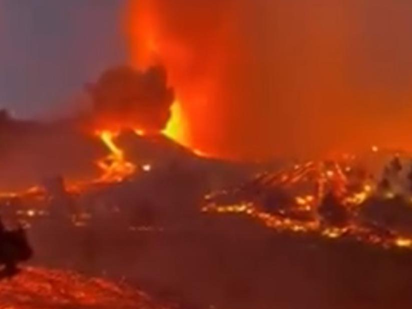 Cinco mil pessoas são retiradas de área de risco após erupção de vulcão nas Ilhas Canárias
